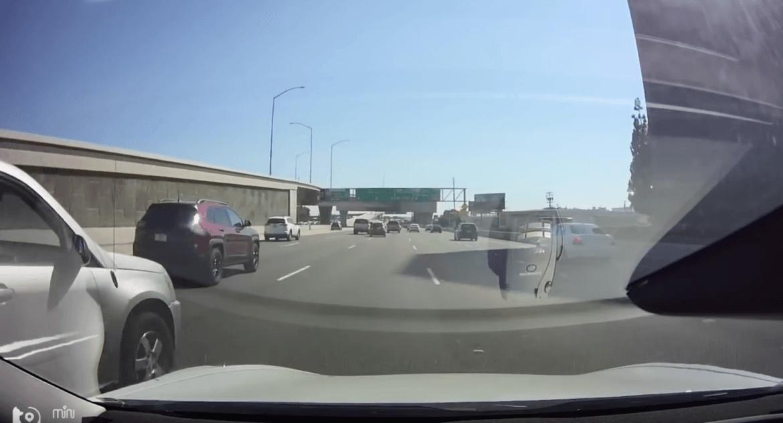 Zseniális módon kerülte el a balesetet az Autopilot – Videó