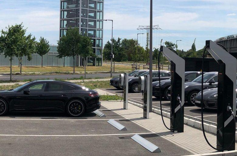 POrsche-charging-station-e1531310938563