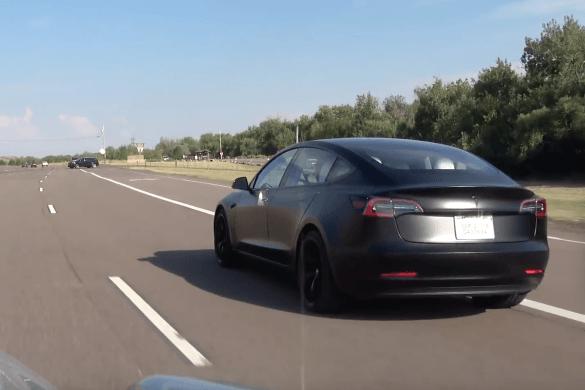 Így faragtak le egyszerűen és gyorsan két tizedet a Model 3 gyorsulásából