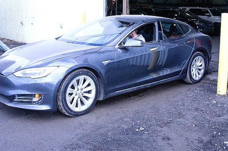 Lopott Tesla Model S került elő Olaszországban