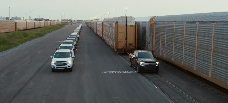 Félmillió kilogrammot vontat az elektromos Ford F-150 prototípusa - Videó
