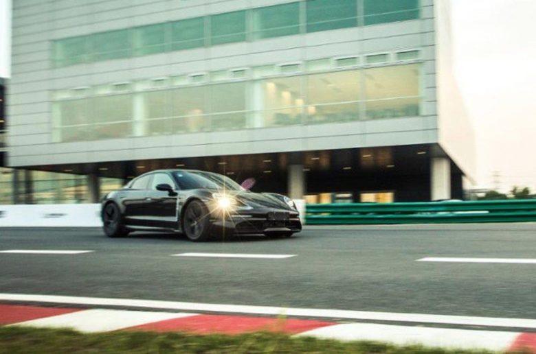 A Porsche versenyturnéra viszi a Taycant