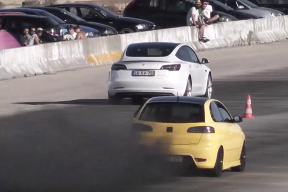 Csak tesztelni ment a gyorsulási versenyre - végül mindenkit csúnyán legyűrt a Model 3