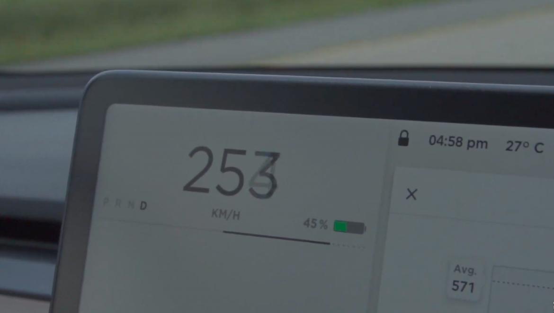 Letesztelték a Model 3 Performance új végsebességét – videó