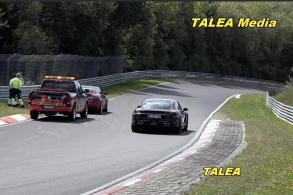 A Tesla egyik prototípusa lerobbant a Nürburgringen – örömtáncot járnak a Taycan szurkolói