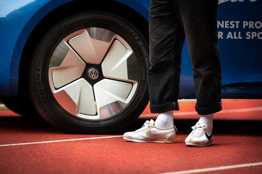Volkswagen I.D. Buzz Cargo és Nike Cortez