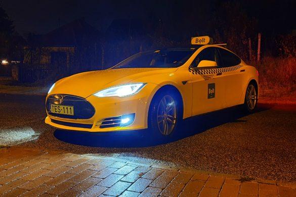 Milyen Tesla-val taxizni? - és a 300 000 km [videó]
