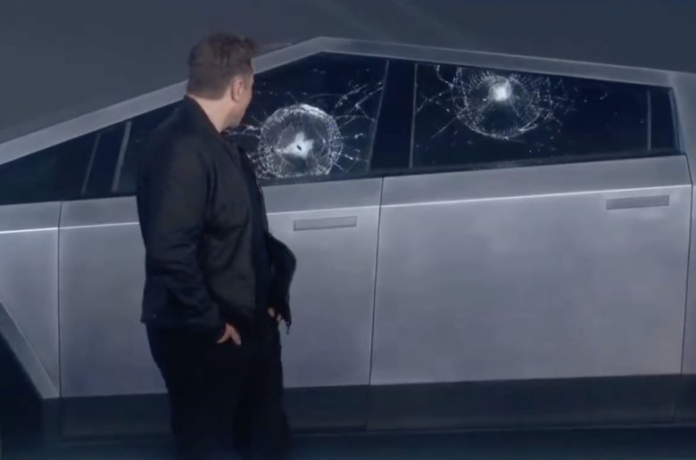 Musk: Ezért tört be a Cybertruck üvege