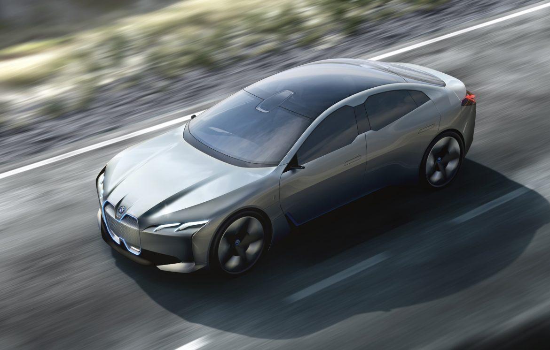 600 kilométeres hatótávval támad a BMW i4