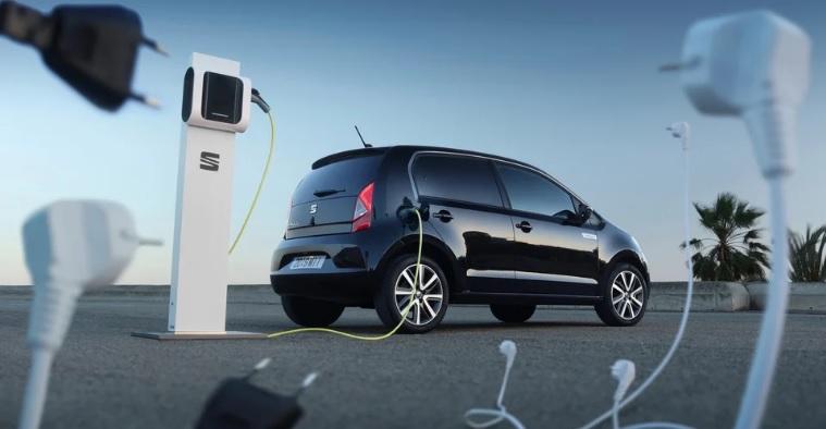 SEAT elektromos autó töltés közben