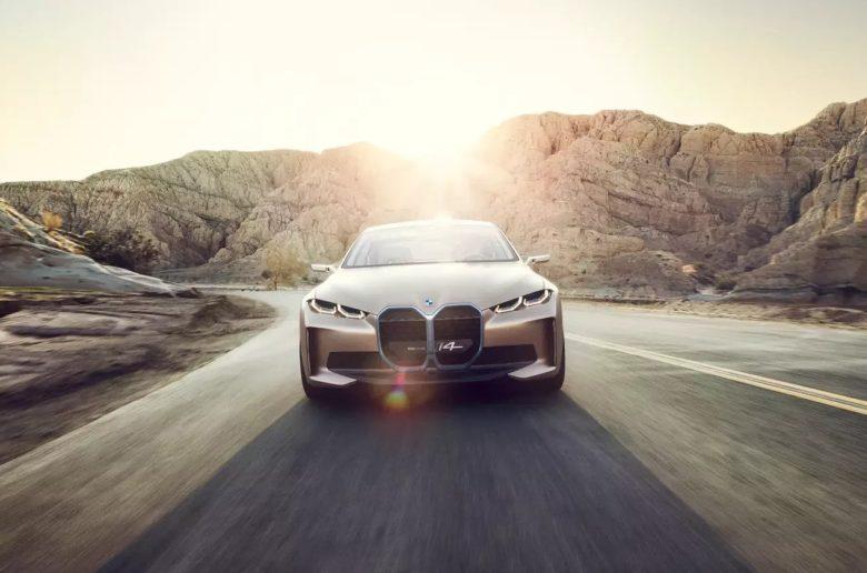 Végre teljes pompájában láthatjuk a BMW jövőjét, az i4 szedán koncepciót