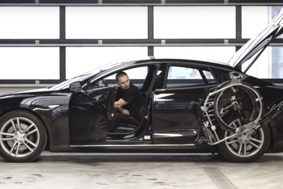 Így segíti a Tesla a kerekesszékeseket