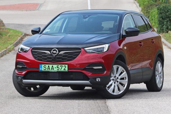 Két világ közt: Opel Grandland X Hybrid4 teszt