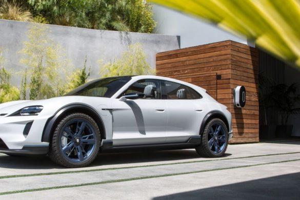 Csak jövőre érkezik a Porsche Taycan Cross Turismo