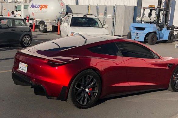 A Tesla a Nürburgring versenypályára is elviszi az új Roadstert