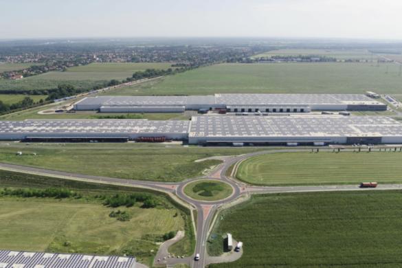Győrben adták át Európa legnagyobb, tetőn kialakított napelemparkját