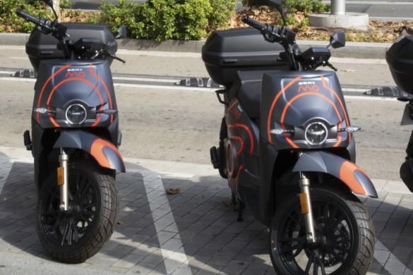 A SEAT MÓ most teljesen elektromos robogókkal motorkerékpár megosztó szolgáltatást kínál Barcelonában