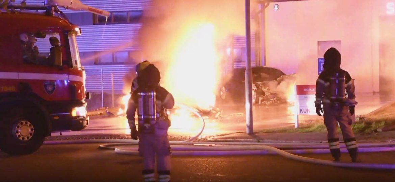 7 Tesla jármű égett ki Malmőben, a rendőrség szerint gyújtogatás történt